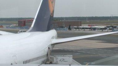 Jet engine heat haze of an airplane — Stock Video