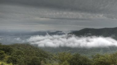 Blue Ridge Parkway Valley in Clouds — Stock Video