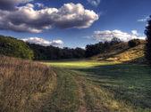 Landskap med blå himmel och moln — Stockfoto