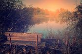 Foto d'epoca della panchina sul lago — Foto Stock