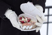 The girl keeps a casket in gloves with a beads — Stock Photo