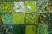 Assorted green beads — Stock fotografie