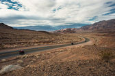 Driving through the death valley highway — Stock Photo