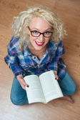 Attractive woman reading a book — Stock Photo