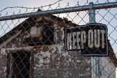 Keep Out Sign, Abandoned Building — Stock fotografie