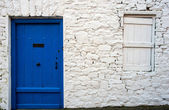 Blue door and stone work detail of old Irish cottage — 图库照片