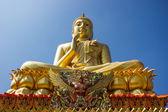 Buda altın ve mavi gök. — Stok fotoğraf