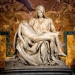 Michelangelo's Pieta in St. Peter's Basilica in Rome. — Foto de Stock
