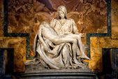 Michelangelo's Pieta in St. Peter's Basilica in Rome. — 图库照片