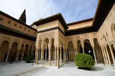Cortile dei leoni in alhambra — Foto Stock