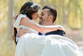 Just married couple in poplar background — Stock Photo