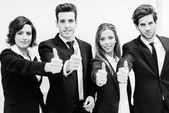 Zakelijke team houden hun duimen omhoog — Stockfoto