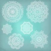 Set arabesken. Lace etnische sieraad in een cirkel. sneeuwvlokken. — Stockvector
