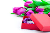 Bangles in the gift box and tulips on isolated background — Stock Photo