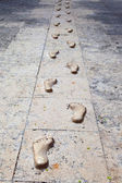 Optical illusion footprints with shadows — Stock Photo