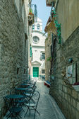 Atmospheric cafe in a narrow street in city of Zadar, Dalmatia, — Stock Photo