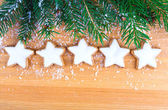 Galletas de navidad con decoración festiva — Foto de Stock