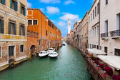 Venice cityscape, narrow water canal and traditional buildings.  — Foto de Stock