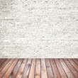 Interior room with white brick wall and wooden floor — Stock Photo #46519085