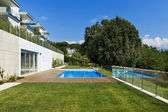 Garden with swimming pool — Stock Photo