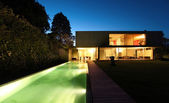 Modern house and pool — Stock Photo