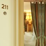 Interior luxury apartment, comfortable classic living room in hotel — Stock Photo