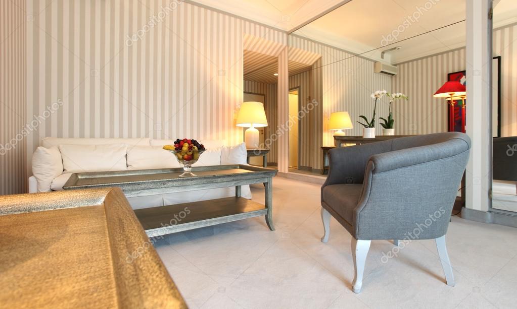 Baixar Fotos De Sala De Estar ~ apartamento de luxo interior, sala de estar clássico — Foto Stock