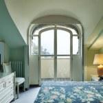 Interior luxury apartment, comfortable bedroom — Stock Photo