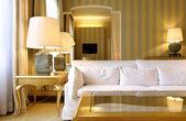 Appartement de luxe intérieur, confortable salon classique — Photo