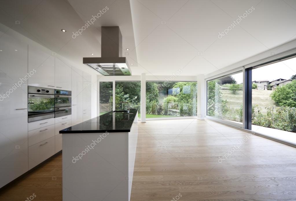 Groot raam keuken - Interieur van huis ...