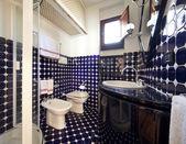 Torre de apartamentos residenciales de lujo, cuarto de baño — Foto de Stock