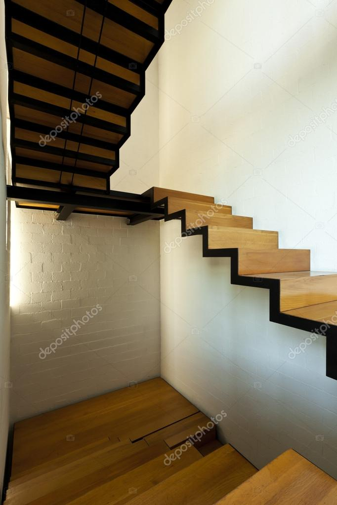 Villa moderna interior escalera de madera fotos de - Escaleras de madera modernas ...