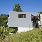 Modern house surrounded by nature — Stock Photo