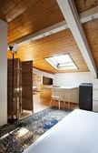 Comfortabele slaapkamer in loft — Stockfoto
