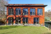 赤い家、屋外 — ストック写真