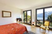 美しいアパート インテリア、寝室 — ストック写真