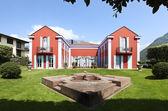 Modern villa with fountain — Stock Photo