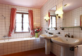 Comfortable bathroom — Stock Photo