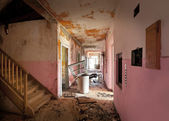 Corridor of old destroyed house — Stock Photo