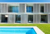 Villa moderna con piscina — Foto de Stock