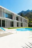 Moradia moderna com piscina — Fotografia Stock