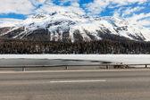 Frozen alpine lake — Stock Photo