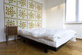 Bedroom, decorative carpet on the wall — Stock fotografie