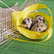 Foto Stock: Easter background with quail eggs