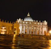 Vatican. Saint Peter's Square at night — Stockfoto