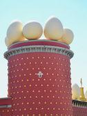 Eggs on Salvador Dali museum, Figueras, Spain — Stockfoto