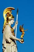άγαλμα στη βιέννη - αυστριακή κοινοβουλευτικό κτήριο, ringstrasse — Φωτογραφία Αρχείου