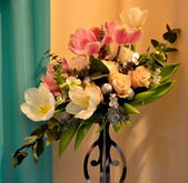 Bouquet of Wedding roses and tulips flowers — Stock fotografie