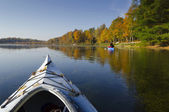 Kajaker på sjön — Stockfoto