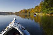 Kajaks op het meer — Stockfoto